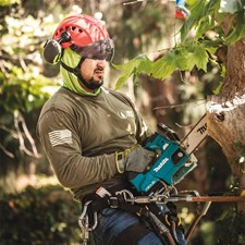 MAKITA INTRODUCES TWO NEW CORDLESS TOP HANDLE CHAIN SAWS